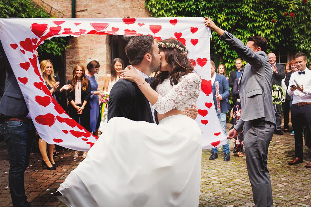 Brautpaar durchs Herz